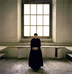 ©®Marina Abramovic. THE KITCHEN V. Homage to Saint Therese. C-print. 160 x 160 cm.