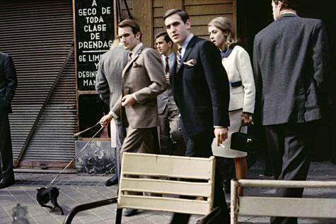 Serrano, Madrid, 1965 © Gonzalo Juanes. De la exposición 'El color de una vida' en la Fnac. En colaboración con La Fábrica.