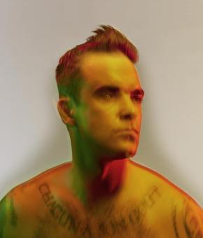 Robbie Williams. ©Nadav Kander, 2010.