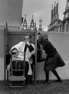 La Confesión. Nuestra Señora de los Milagros. Saavedra, Lugo, 1980 © Cristina Garcia Rodero Magnum Photos